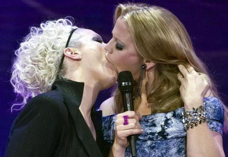 Bacio lesbo al Echo Music Award.jpeg